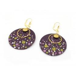 Boucles d'oreille confettis cuir violet, perles naturelles et laiton