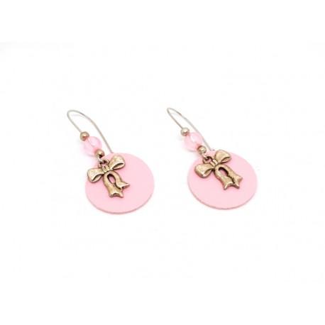 Boucles d'oreille cuir rose et breloques noeuds